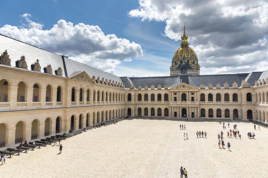 paris-musee-armee-cour