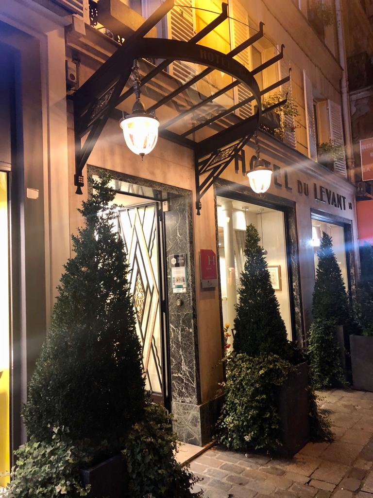 hotelduelavant-vitrine-marquise